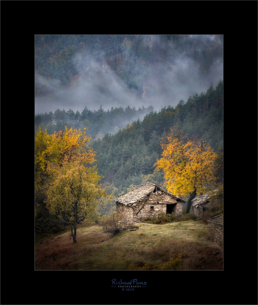 House near Tsurkvitsa - Colors of Autumn