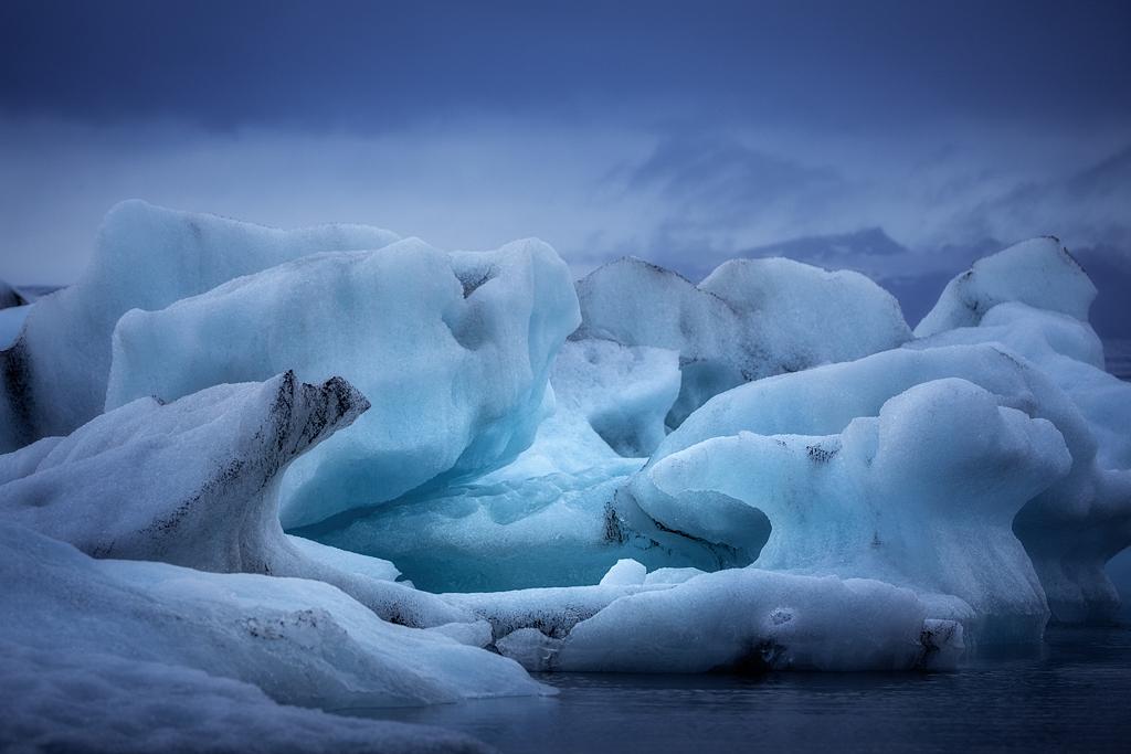 Jökulsárlón glacier lagoon in blue hour